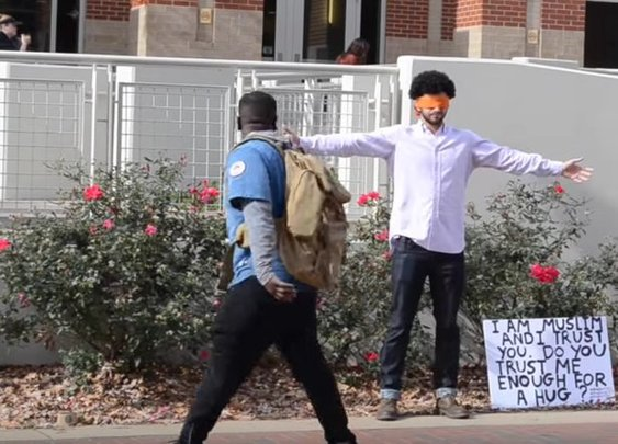 Blindfolded Muslim asks fellow Auburn students for hugs, here's what happened next (Video) - Yellowhammer News