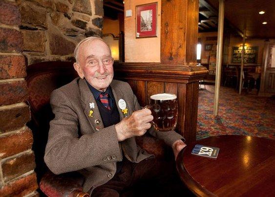 Arthur Reid, 90, has drunk 30,000 pints in the same pub for 72 YEARS - Mirror Online