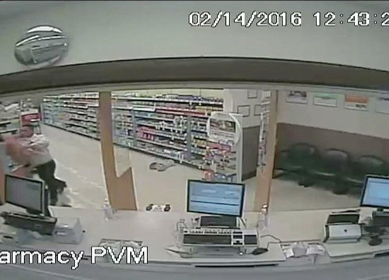 Boxing champ knocks out pharmacy robber