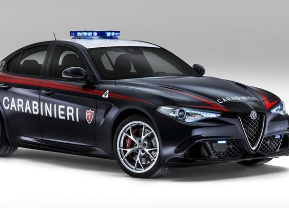 The Italian police have a 503bhp Alfa Giulia QV | Top Gear