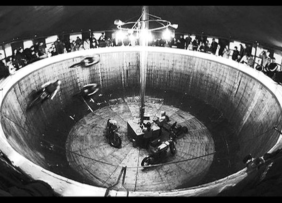 Wall of Death - Richard and Linda Thompson - YouTube