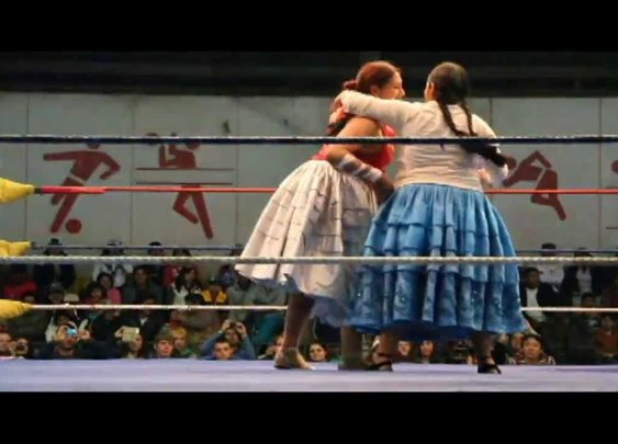 Cholita Wrestling - YouTube