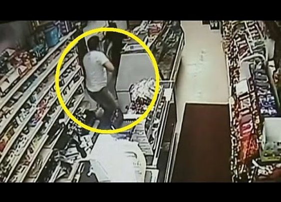 Shopkeeper Chases Machete-Wielding Thief With Huge SWORD - YouTube