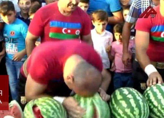 Арбузный фестиваль в Азербайджане: подход с головой - YouTube