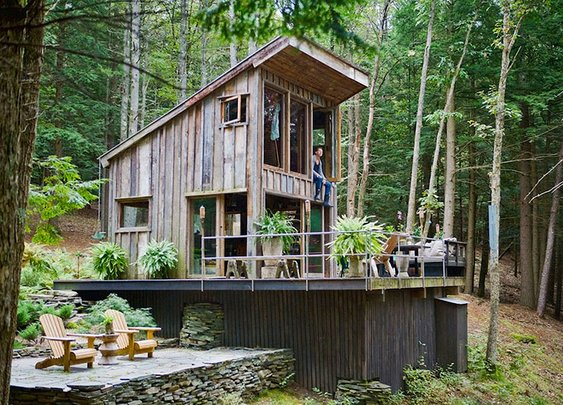 Unplugged 300-Square-Foot Rough-Hewn Cabin