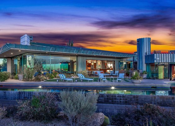 Live like a Jetson in this trippy desert home