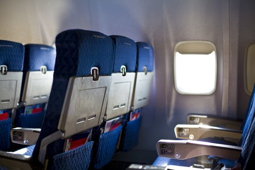 American airline wins right to weigh passengers to prevent crash landings | The Independent