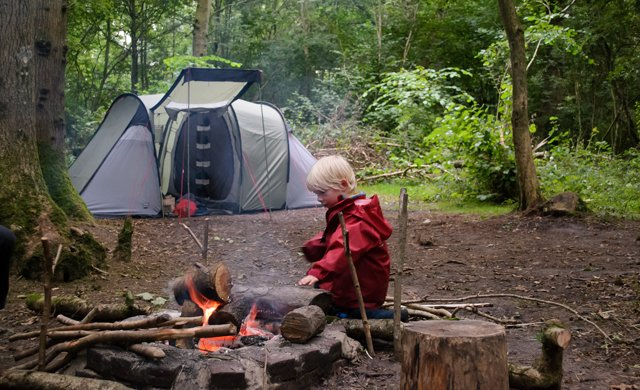 A handy guide to taking your kids camping for the first ...