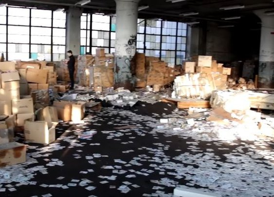 Duo stumbles upon millions of hockey trading cards in abandoned factory in Detroit