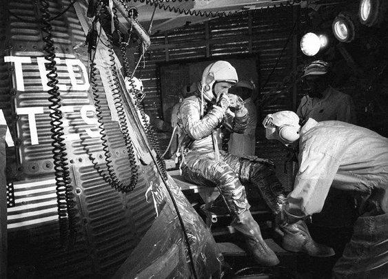 John Glenn dies at 95; hero was first American to orbit the Earth