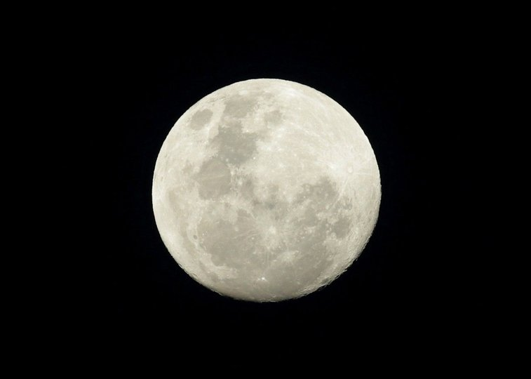 Huge mysterious UFO disc-shaped object captured crossing moon's surface was alien spaceship, say ET hunters | Fox News