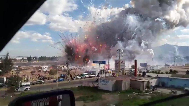 At least 9 killed in blast at Mexico fireworks market - CNN.com