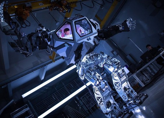 13-foot Avatar-like manned robot takes it's first steps