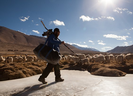Incredible Photos of Hockey in the Himalayas - VICE