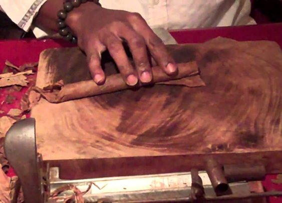 Cuban Cigars custom hand rolled - YouTube