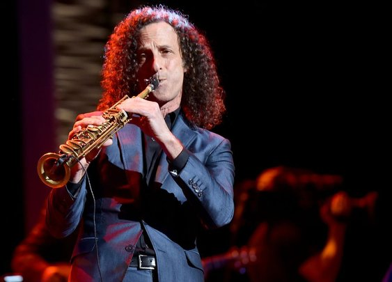 Airlines' bad month continues as Kenny G plays concert on Delta flight