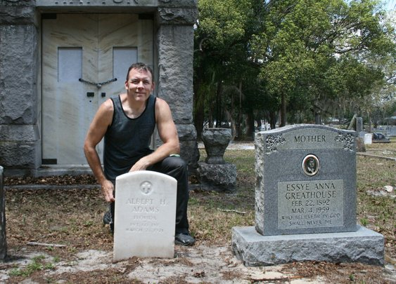 Scrubbing Veterans' Headstones Clean, Uncovering Heroes
