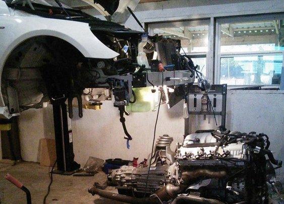 Mercedes Owner Completes DIY Engine Rebuild Dealer Said Would Cost $57,000