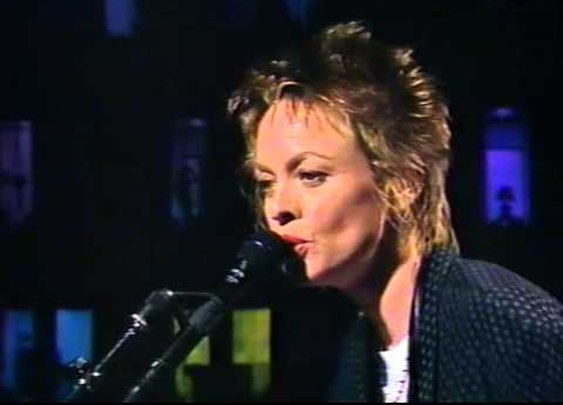Laurie Anderson - Ramon + interview [1990] - YouTube