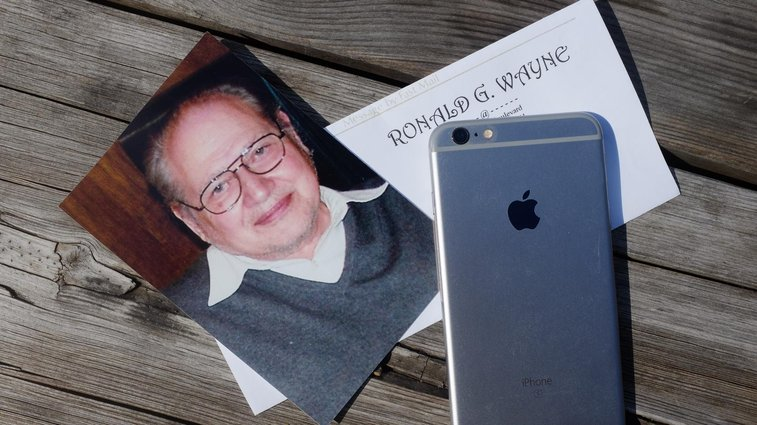 Apple's Third Co-Founder Has Never Used an iPhone, Has No Regrets