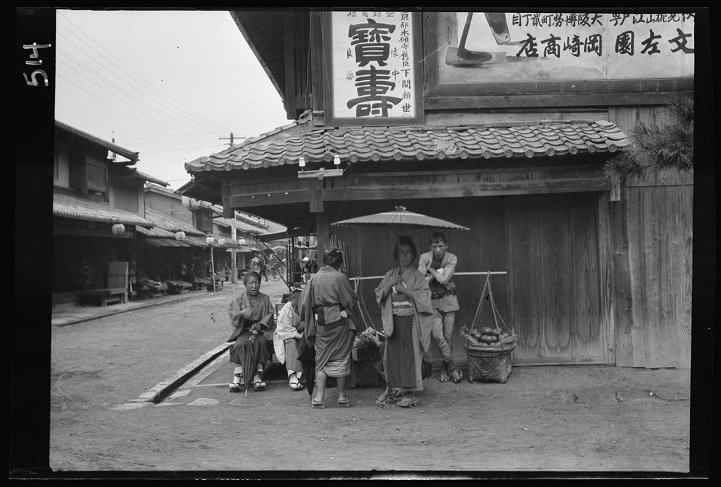 100-Year-Old Photos Capture Authentic Daily Life in Japan