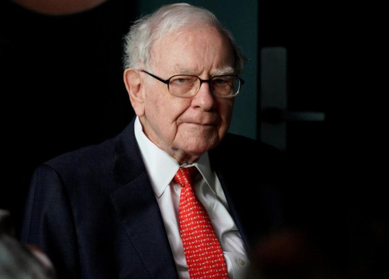 Buffett bashes bitcoin as thriving on mystique