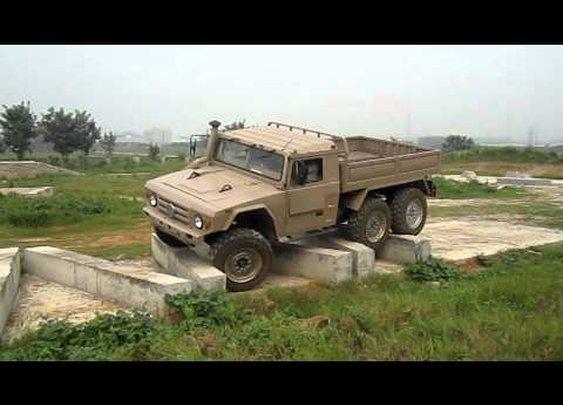 Awesome Chinese Military Truck Off-Roading