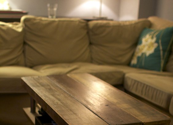 How to: Build a Rustic Wooden Coffee Table (from Scratch!)