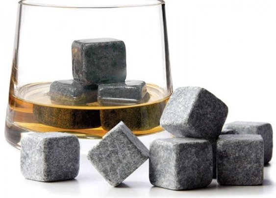Whisky Chilling Rocks