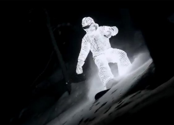 LED Snowboarder Looks Like a Ghost in the Night [VIDEO]