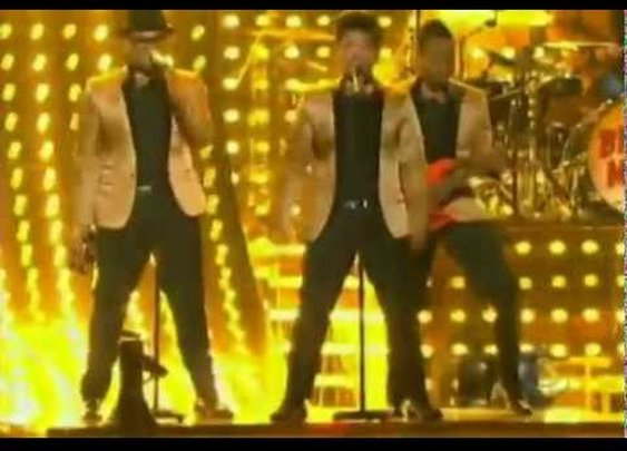 Bruno Mars 'Runaway Baby' Grammy performance 2012.mp4      - YouTube