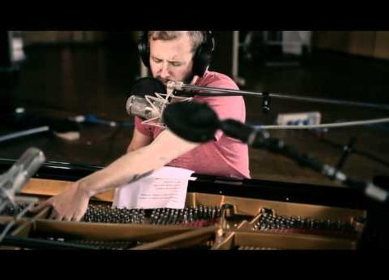 Bon Iver at AIR Studios (4AD/Jagjaguwar Session)      - YouTube