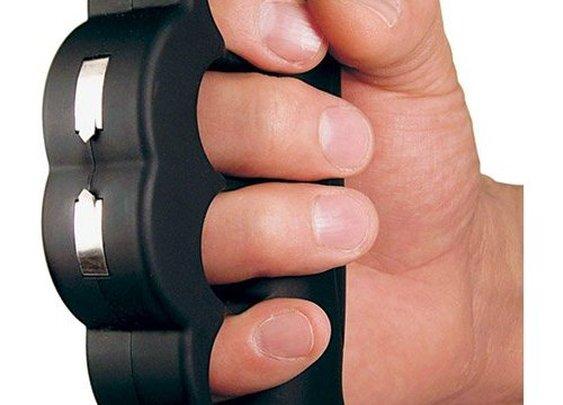 Knuckle Blaster Stun Gun | GeekAlerts