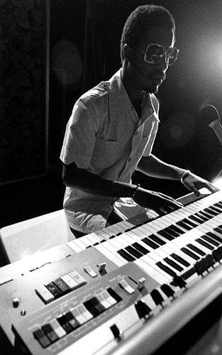 ♬ How to play Superstition on Clavinet?  Stevie Wonder's funky part dissected