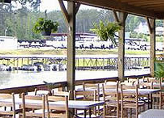 Fish N' Pig Restaurant on Lake Tobesofkee in Macon, Georgia