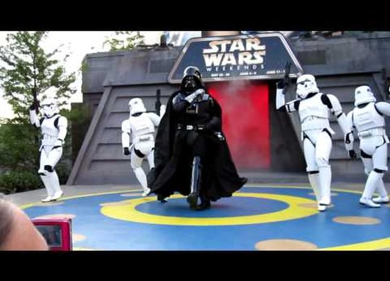 "Darth Vader Dances to ""Beat It""      - YouTube"