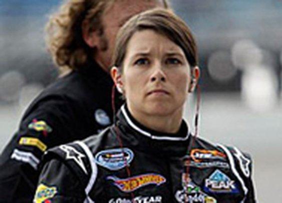 Danica Patrick finishes 38th in Daytona 500 - NASCAR - Yahoo! Sports