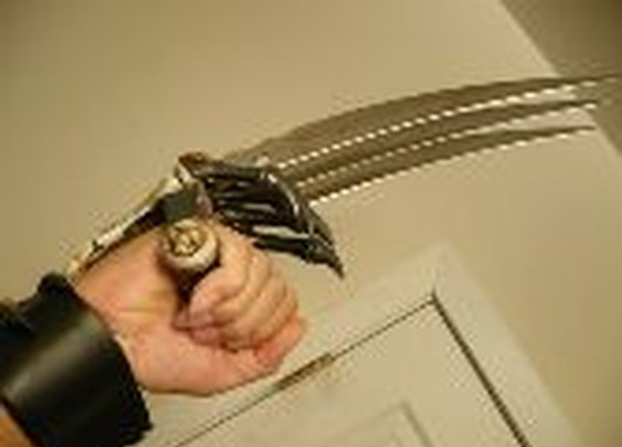 Wolverine Style Hand Claw Dagger - DudeIWantThat.com