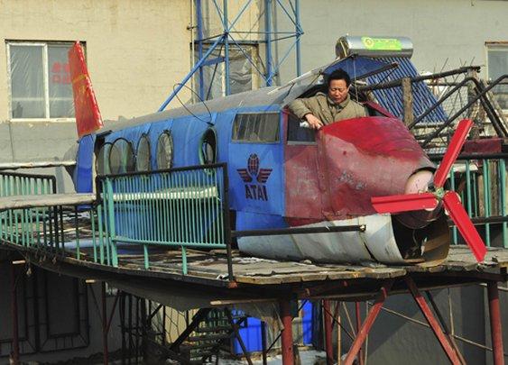 Li Jingchun builds his own plane