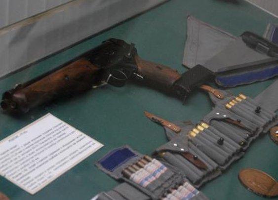 Soviet Cosmonaut Space Gun: Triple-barreled TP-82...