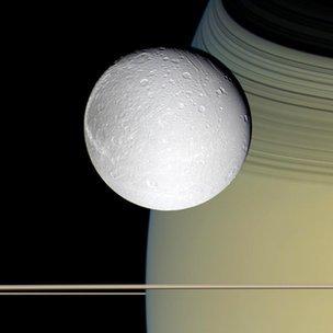 BBC News - Oxygen envelops Saturn's icy moon
