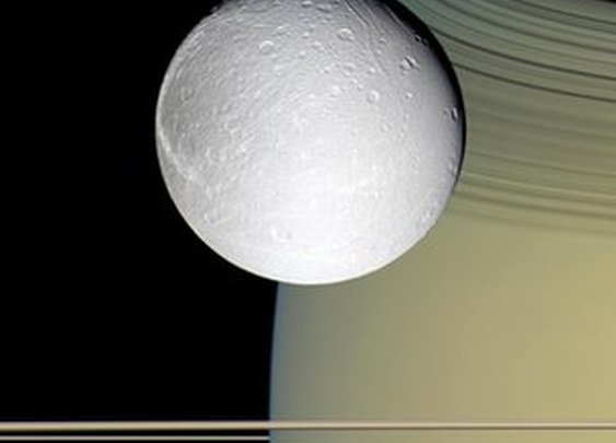 BBC News - Oxygen envelops Saturn's icy moon