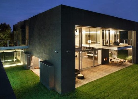 Zombie Proof House - Gentlemint