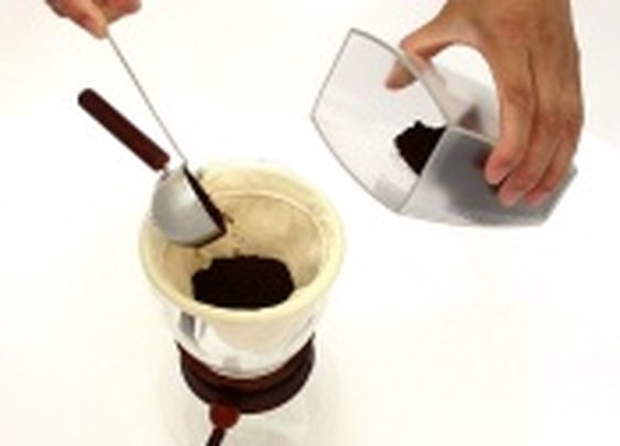 CoffeeGeek - How to Use a Pour Over Brewer