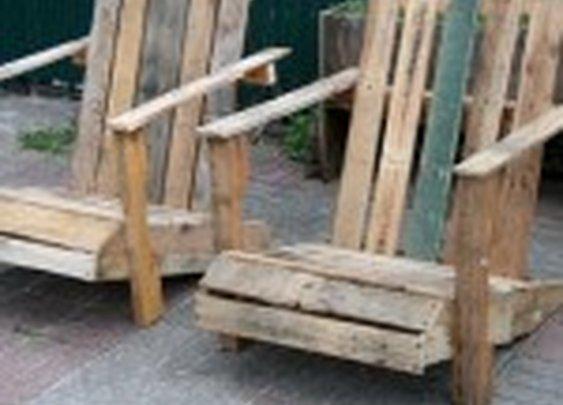 DIY  Adirondack Pallet Chair