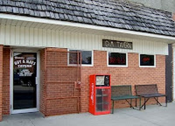 Guy & Mae's Tavern: Ribs and beer