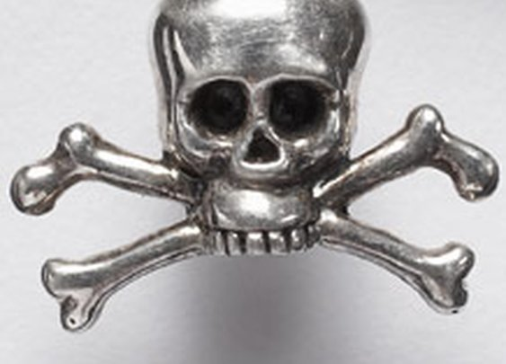 Skull and crossbones lapel pin