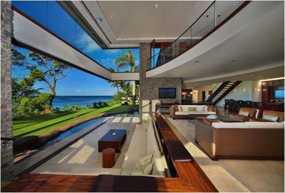 Oceanfront villa for sale in Maui