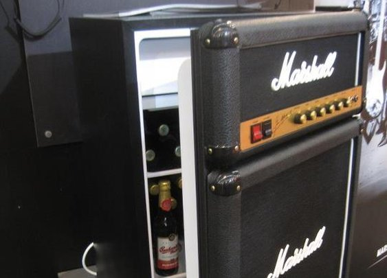 Amp mini fridge