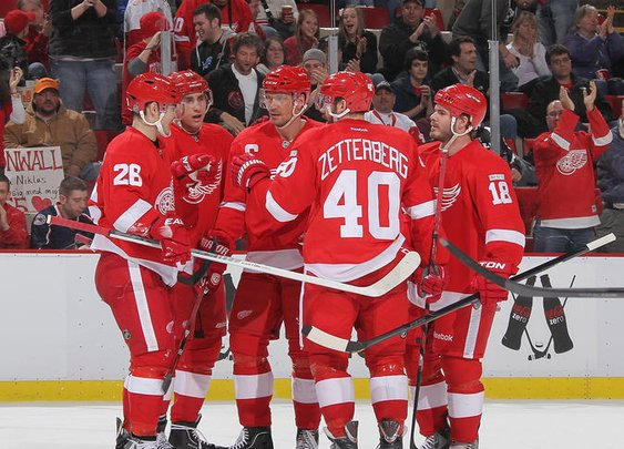 Detroit Red Wings - 21 consecutive playoff appearances!